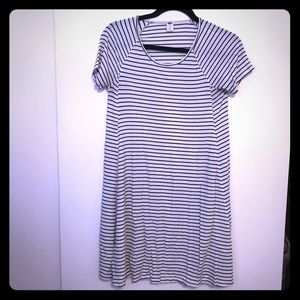 Old navy shift dress white with tiny black stripes